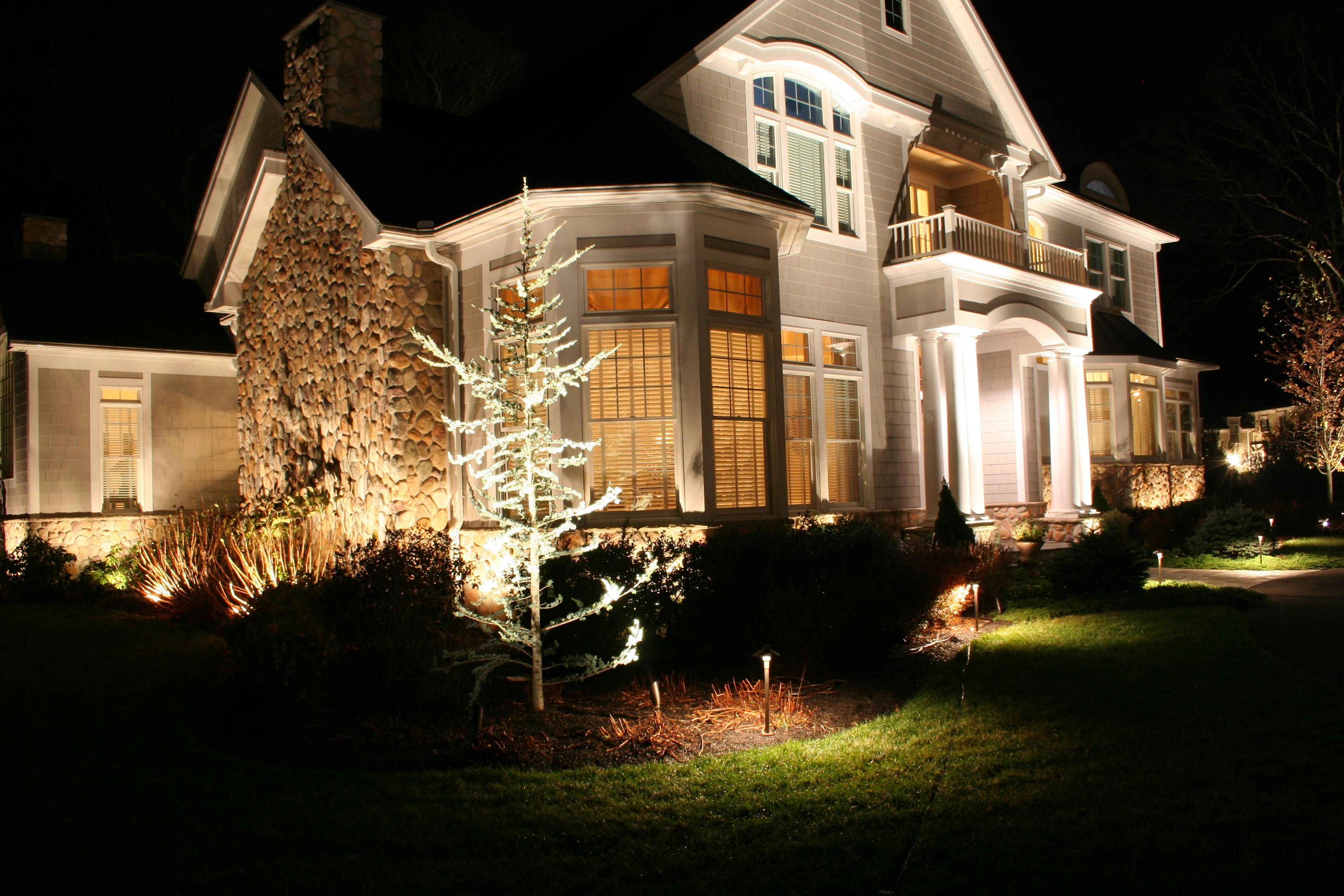 Atlas Supply Landscape Lighting : Landscape lighting designer michael gotowala shows us a