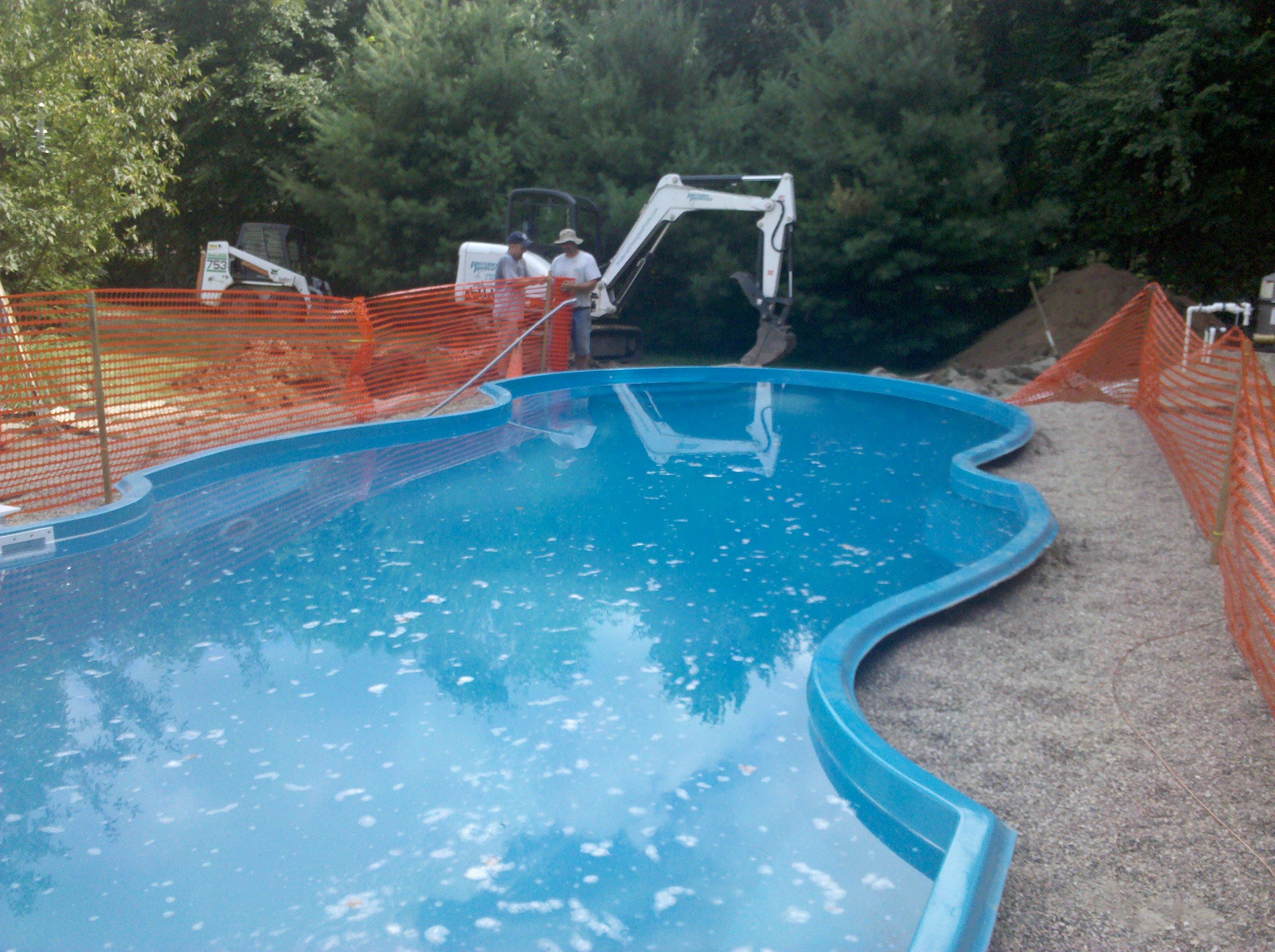 How to install a san juan fiberglass pool in just 2 days for Fiberglass pool installation