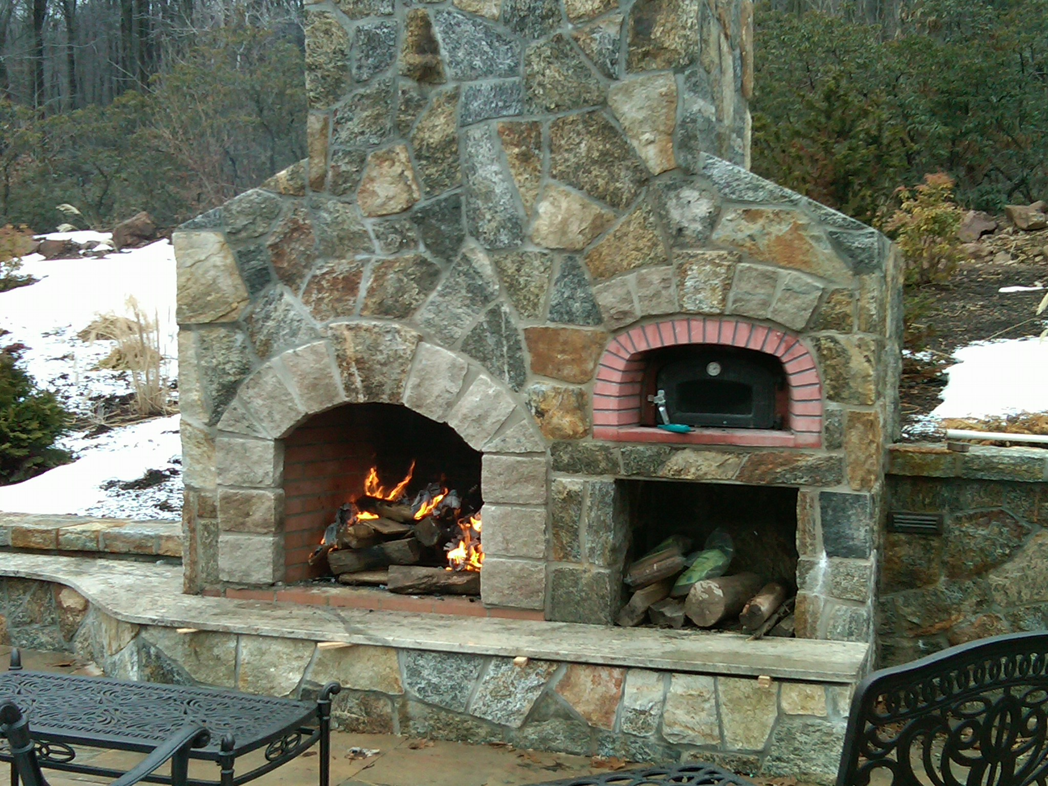 Outdoor pizza oven outdoor kitchen building and design for Outdoor fireplace plans