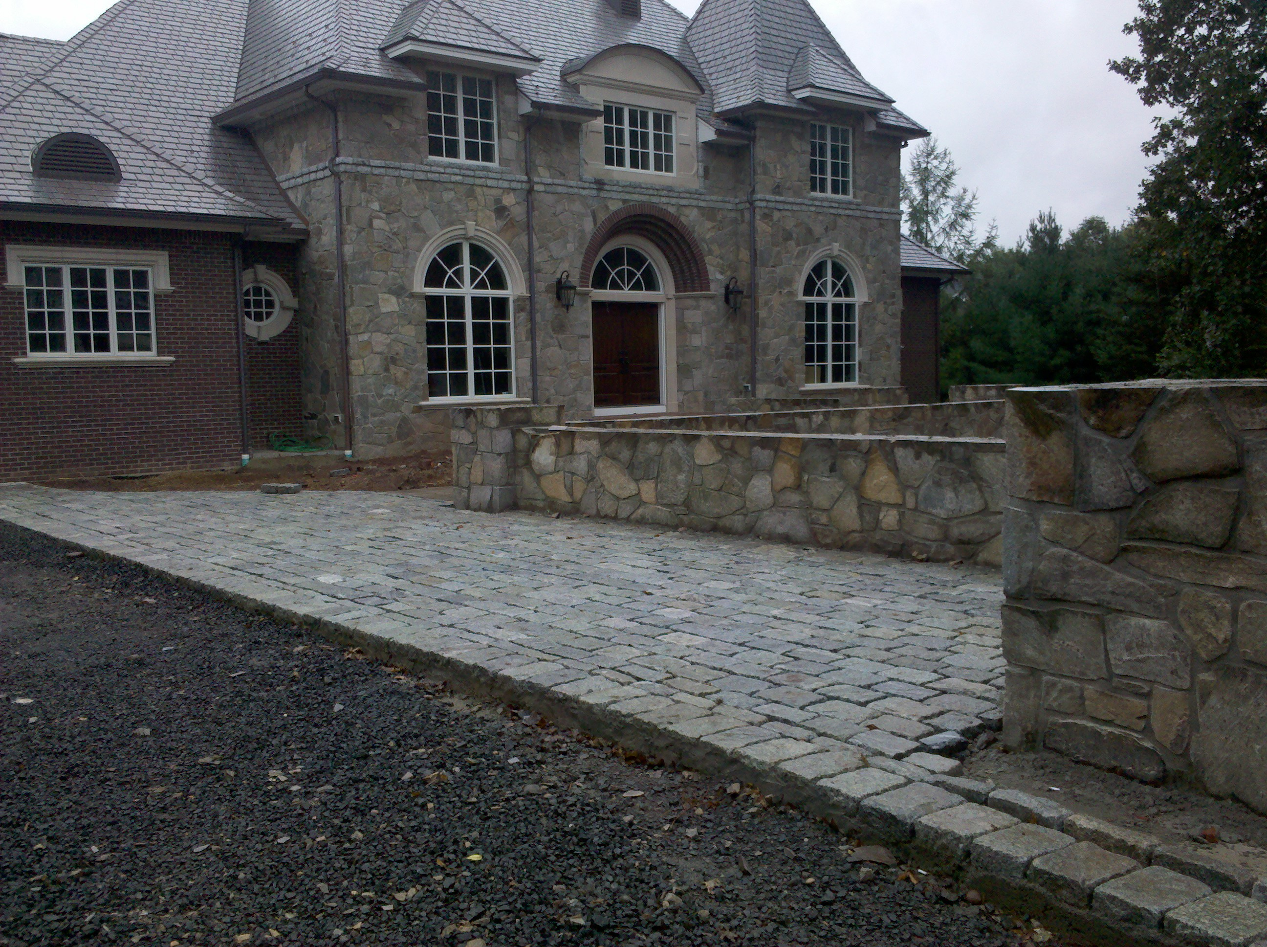 Outdoor Living And Landscaping Appeals To All Senses In This Luxury Home Www Outdoorlivingct