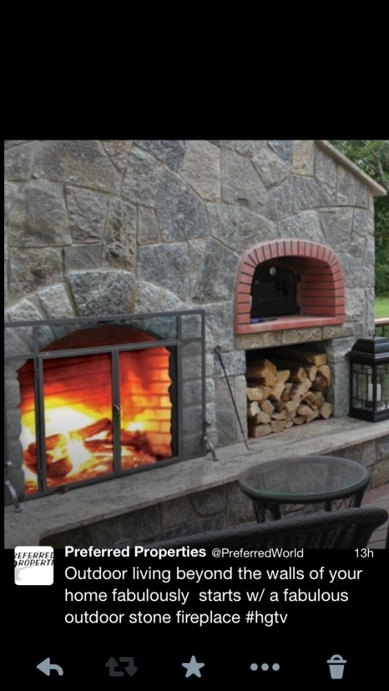 Fireplaces create warmth,light, culinary delight and conversation (1/6)