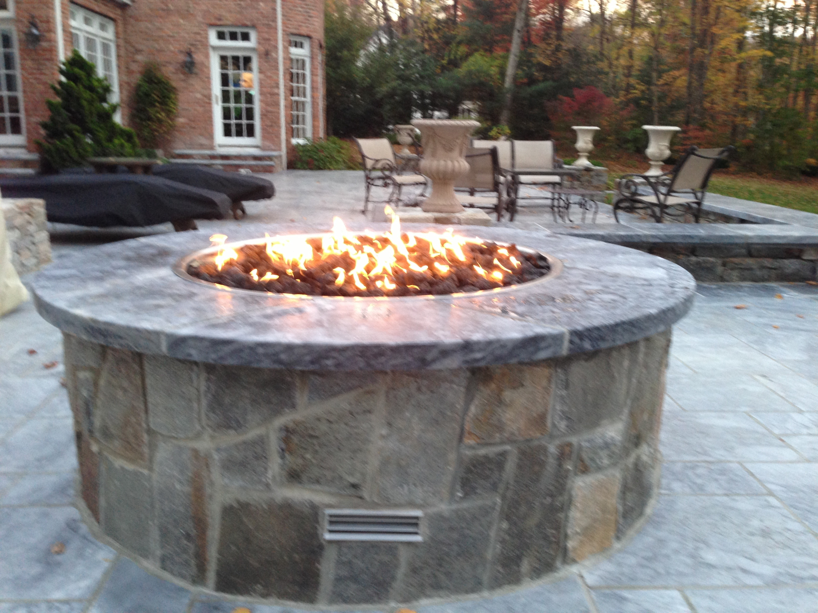 Choosing The Perfect Fire Feature For Your Backyard