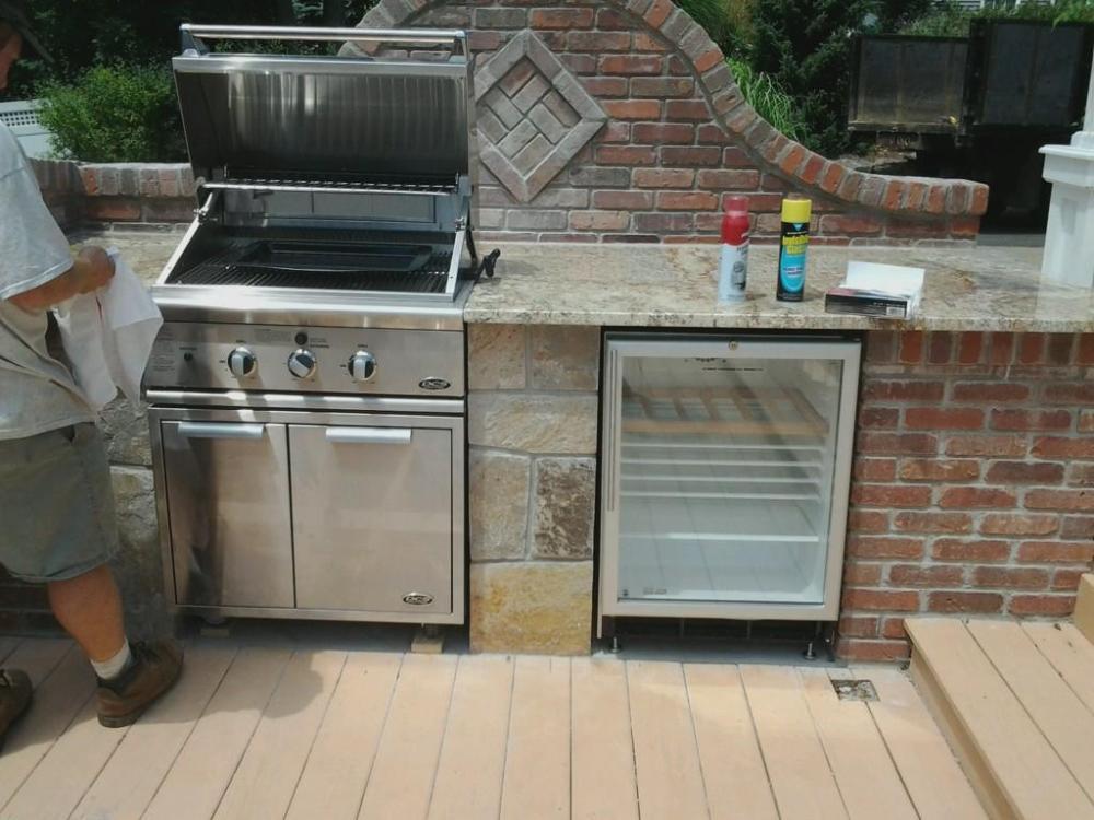 Outdoor Kitchen designer blends Bricks with stone to mesh the perfect Outdoor Kitchen island (5/6)