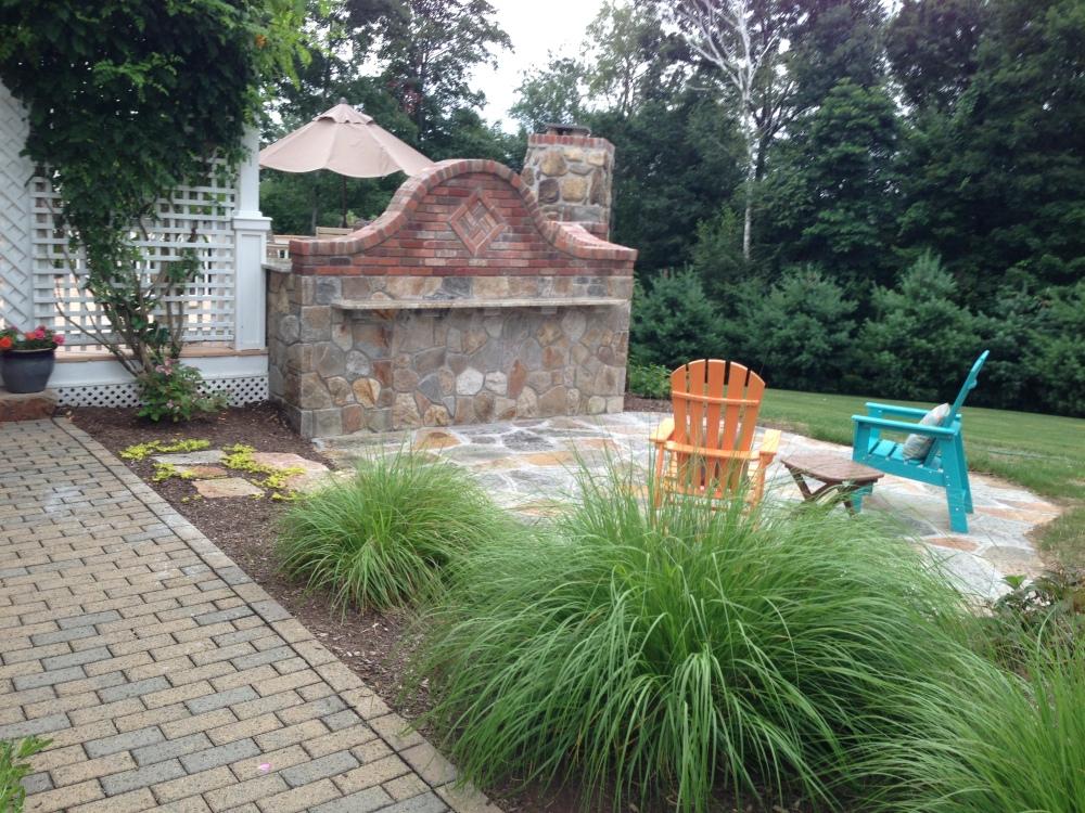 Outdoor Kitchen designer blends Bricks with stone to mesh the perfect Outdoor Kitchen island (6/6)