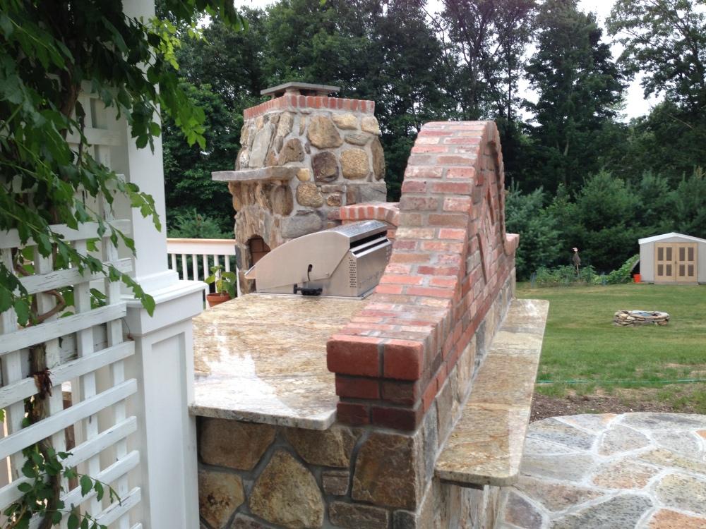 Outdoor Kitchen designer blends Bricks with stone to mesh the perfect Outdoor Kitchen island (1/6)