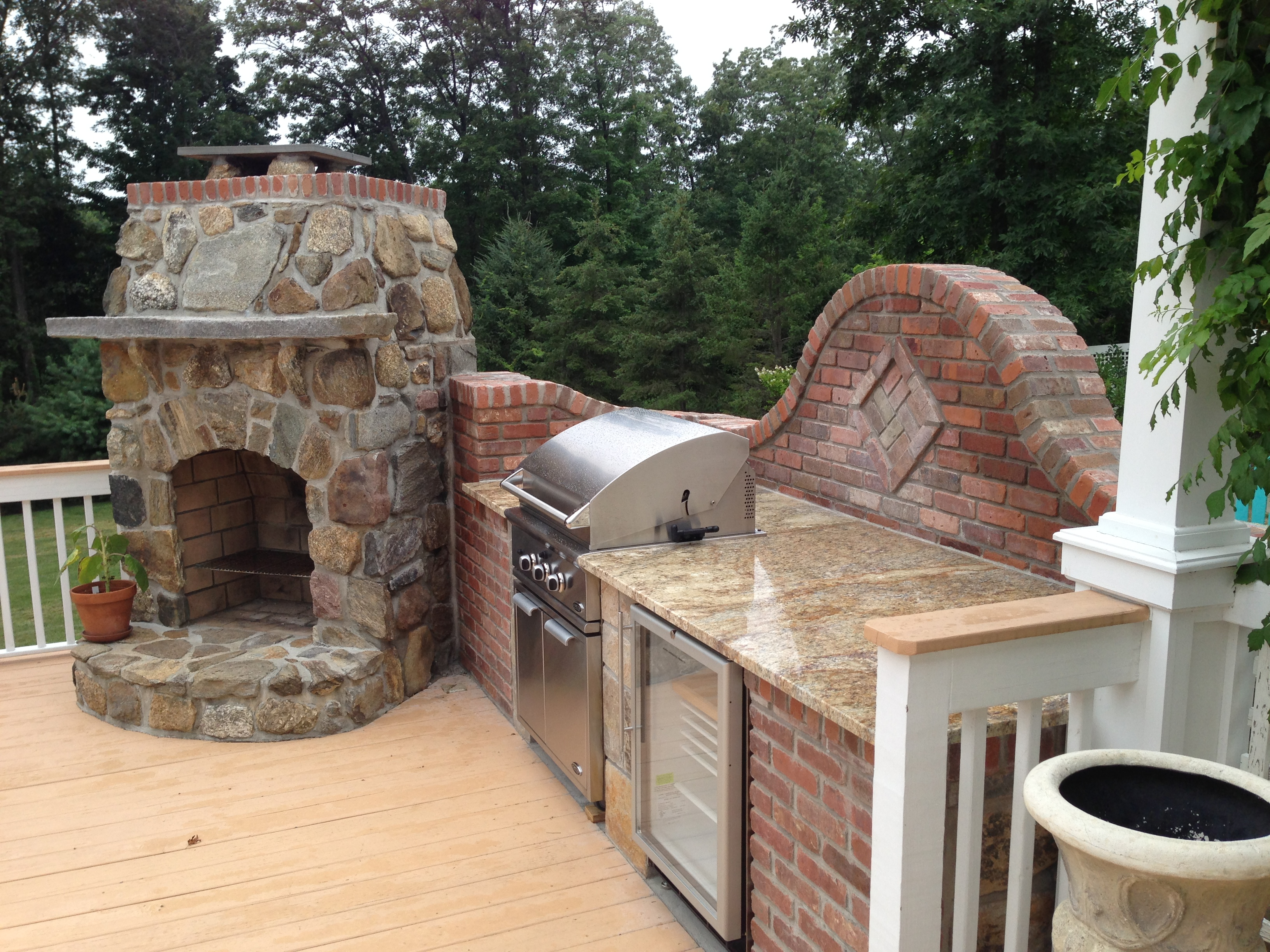 Outdoor kitchen designer blends bricks with stone to mesh for Outdoor stone kitchen designs